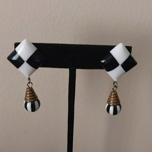 Vintage 80s Mod Black & White Dangle Drop Earrings